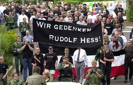 Naziaufmarsch in Wunsiedel 2001: jährlich wiederkehrender brauner Spuk