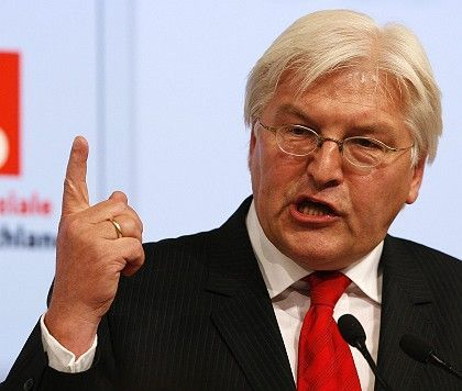 """German Foreign Minister Frank-Walter Steinmeier: """"I give the chancellor no instructions on who she should speak to."""""""