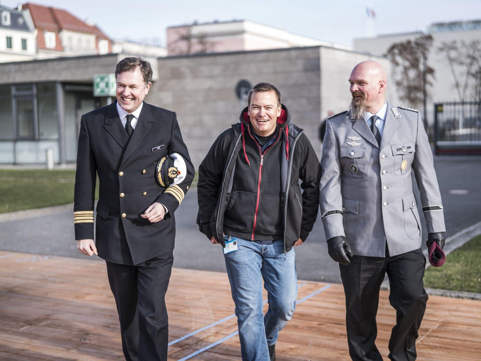 EINMALIGE VERWENDUNG Bundeswehr / Cyber-Krieg / Nicolas Heyer / Marcel Yon / Jan Andrese