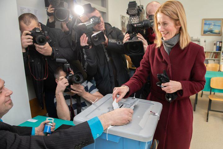 Reformpartei-Vorsitzende Kallas bei der Stimmabgabe in Tallin