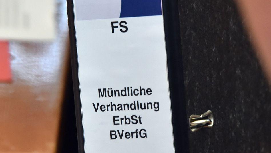 Aktenordner zur Erbschaftsteuer: Urteil der Verfassungsrichter erwartet