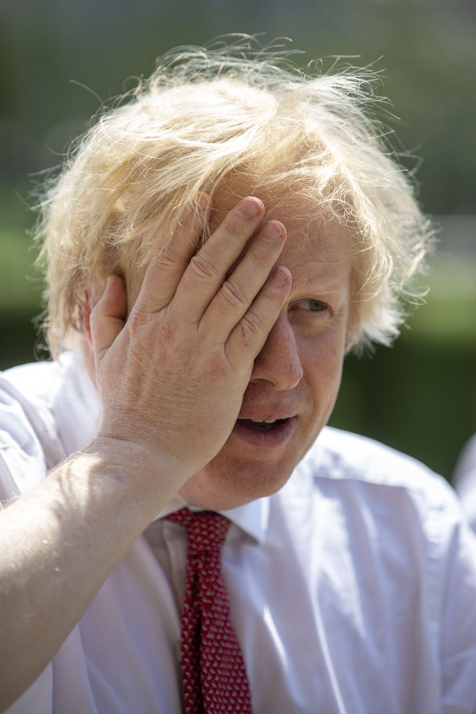 *** BESTPIX *** The UK Prime Minister And Chancellor Visit An East London Restaurant Preparing To Open Post Coronavirus Lockdown