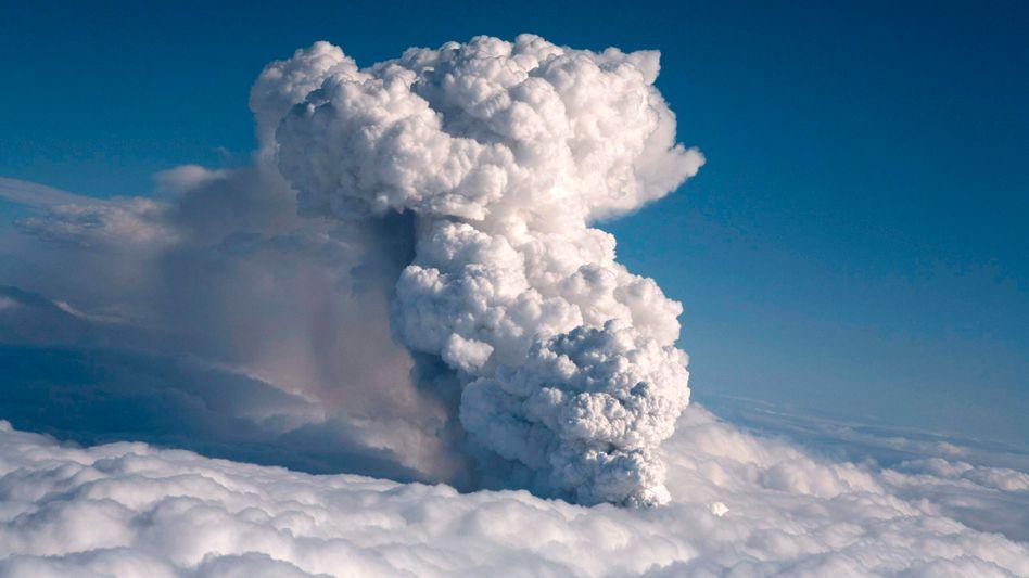 Eruption auf Island: Vulkanasche stoppt Flugverkehr in Großbritannien