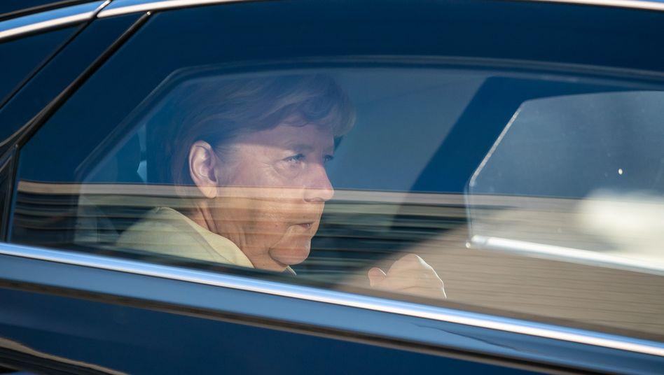 Bundeskanzlerin Angela Merkel auf dem Weg in die CDU-Zentrale in Berlin