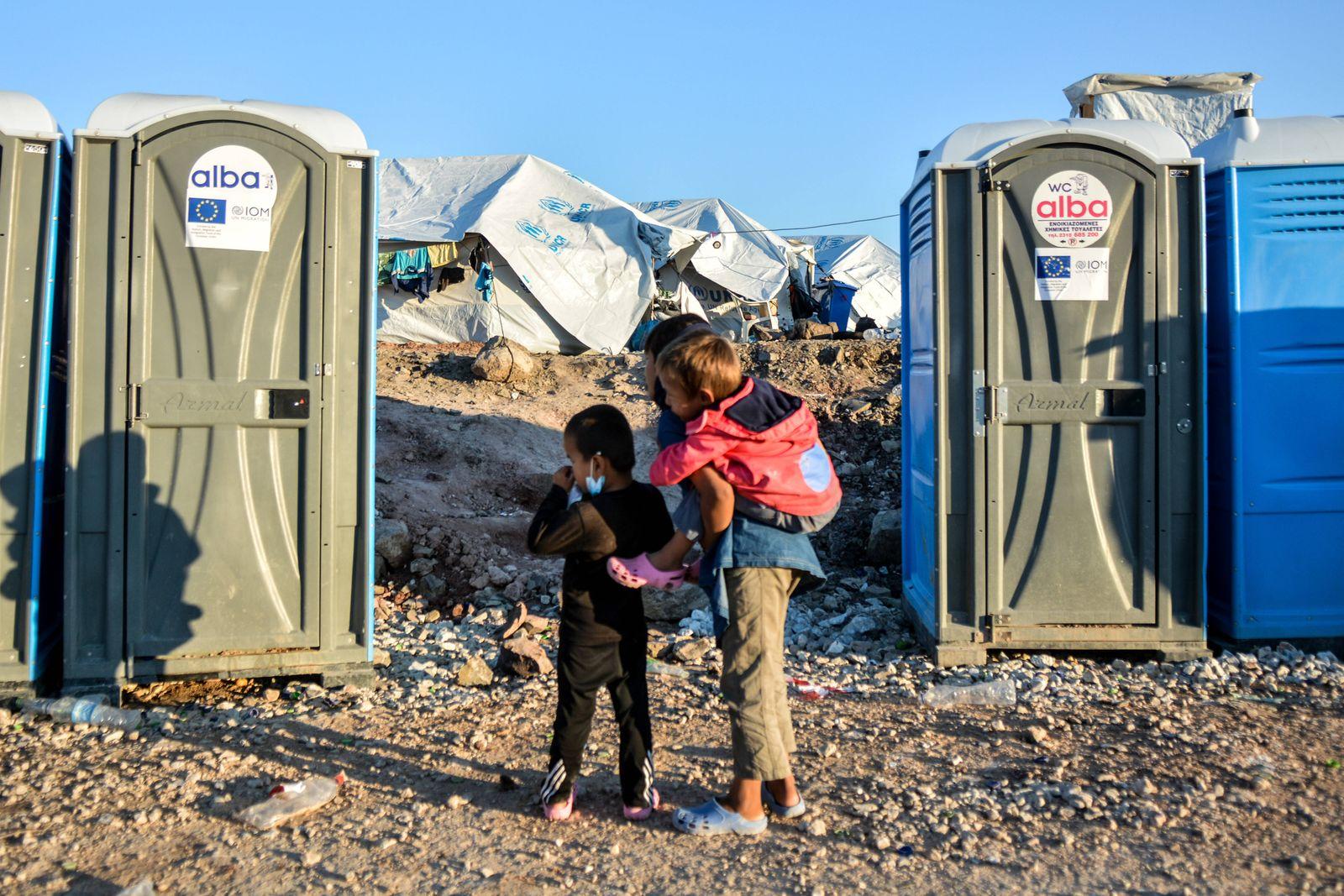 Momentaufnahme aus dem neuen Flüchtlingslager für Flüchtlinge und Migranten in Kara Tepe, auf der griechischen Insel Le