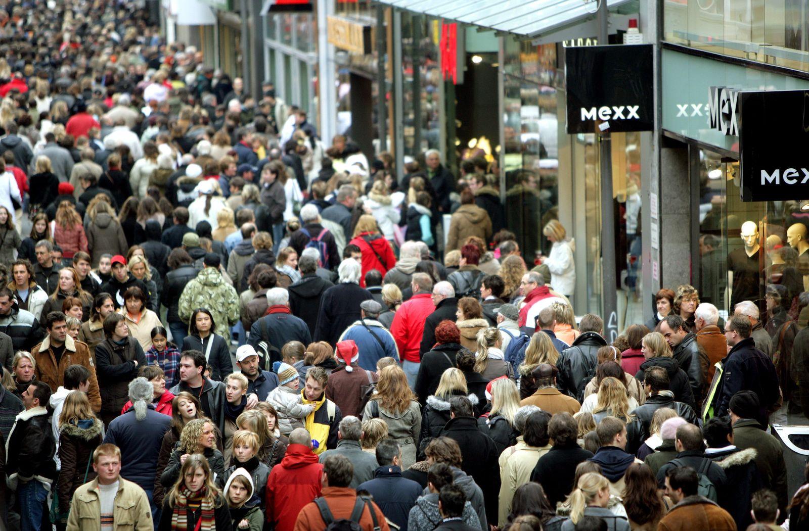 Menschenmenge/ Einkaufsstraße