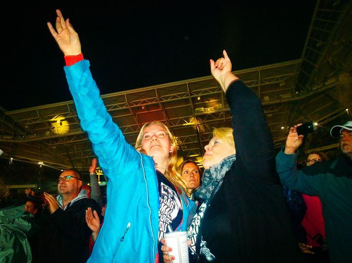 Fans Kirstin, Nina beim Konzert: Gemeinsamer Jahresurlaub