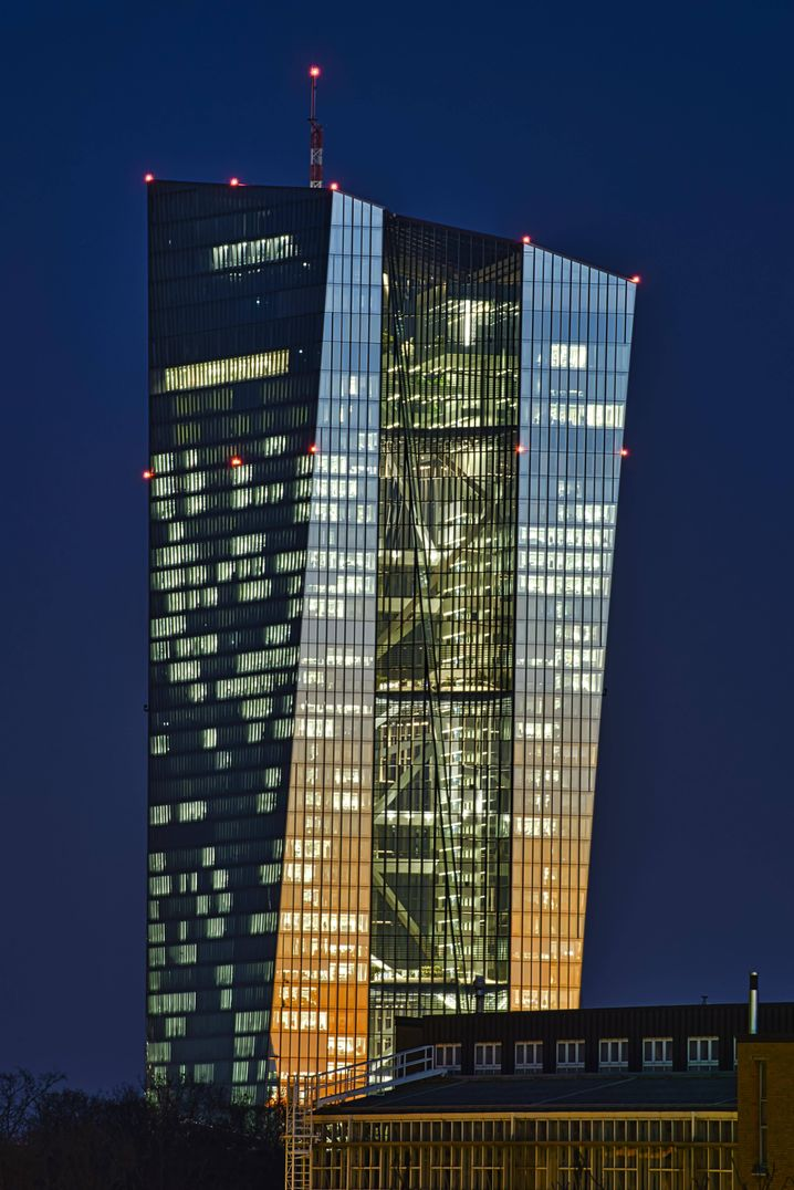 "The European Central Bank's headquarters in Frankfurt: German experts warn there is a ""danger of a politicization of monetary policy."""