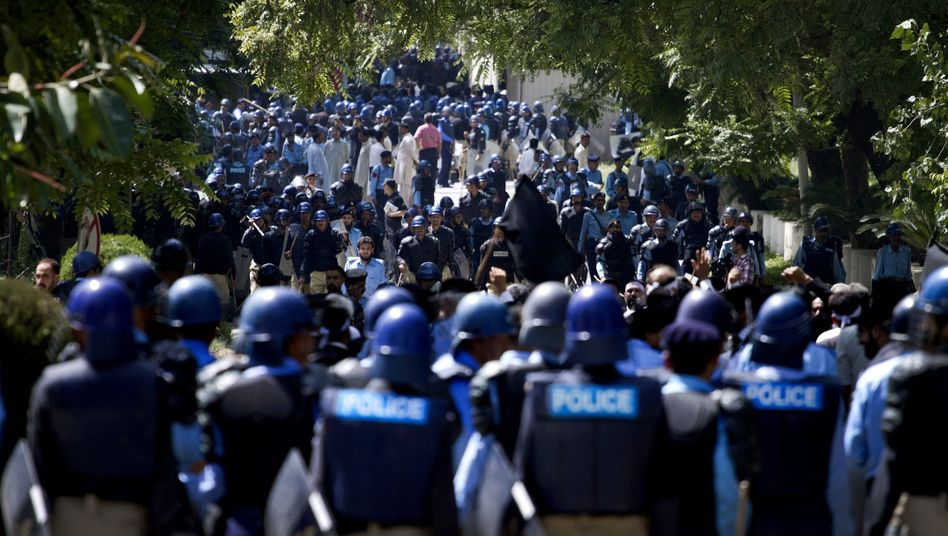 Pakistani police officers stand guard at a demonstration near the US Embassy and other foreign missions in Islamabad, Pakistan, on Sept. 19.