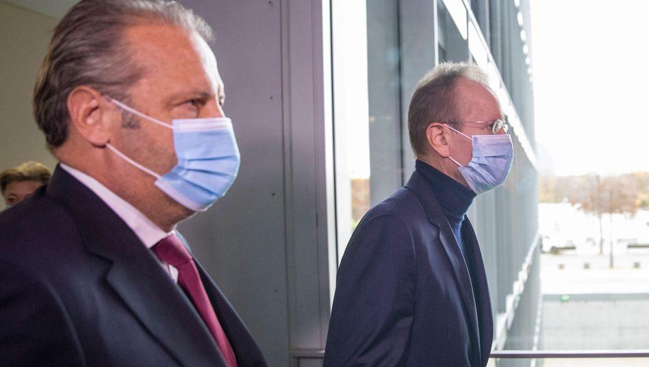Markus Braun (rechts) bei seiner Ankunft im Bundestag