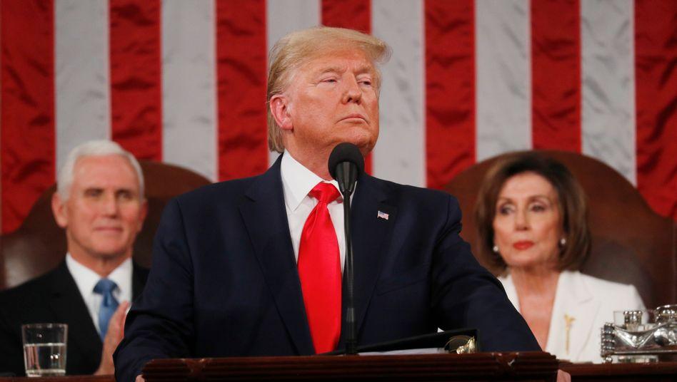 Der US-Präsident bei seiner Rede zur Lage der Nation: Hinter ihm sitzen sein Vize Mike Pence und die demokratische Vorsitzende des Repräsentantenhauses, Nancy Pelosi