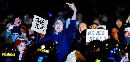 Linke Gegendemonstranten in Usti-nad-Labem: Provokation der Neonazis
