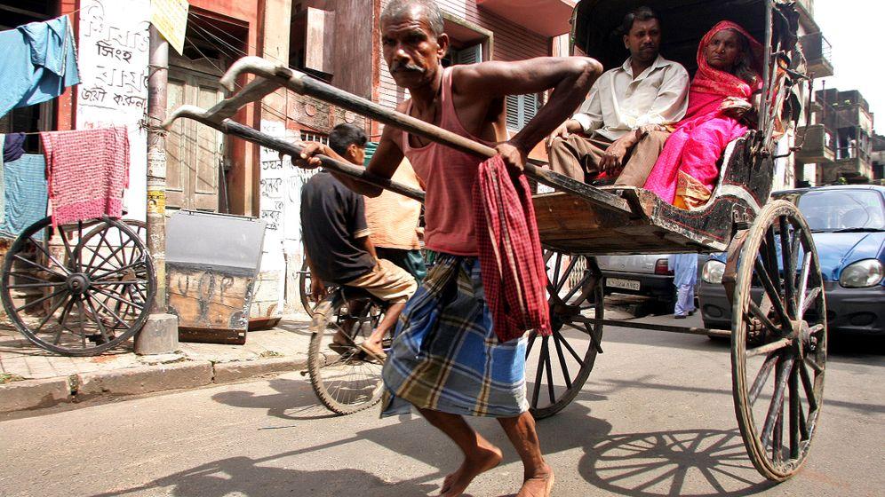 Kolkata: Rikschaläufer im Moloch