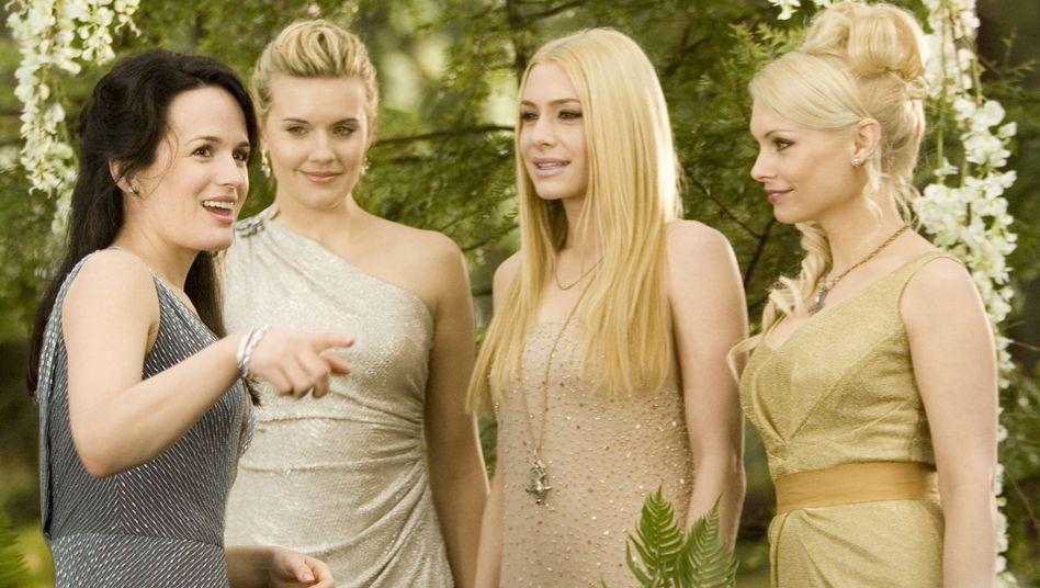 """Elizabeth Reaser, Maggie Grace, Casey LaBow und MyAnna Buring in """"Breaking Dawn 1"""""""