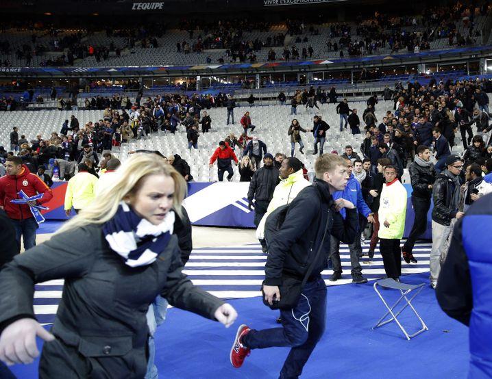 Szene aus dem Stade de France nach den Explosionen: Eine Massenpanik wurde verhindert