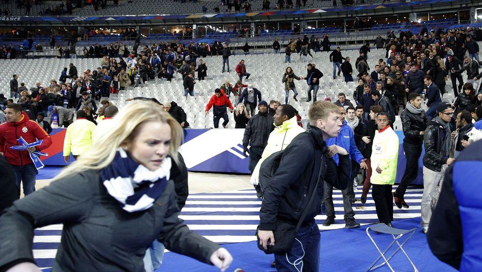 Zuschauer im Stade de France: So schnell wie möglich den Albtraum hinter sich lassen