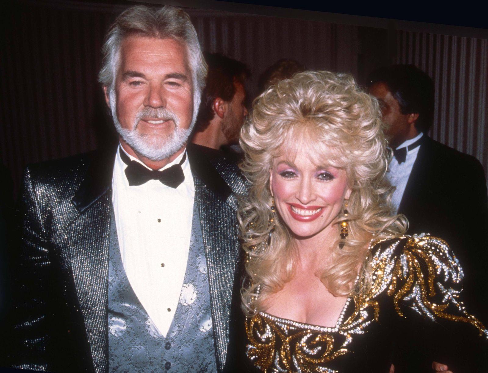 Kenny Rogers Dolly Parton in 1988 PUBLICATIONxINxGERxSUIxAUTxONLY Copyright: xAdamxScull/Photolink/MediaPunchx