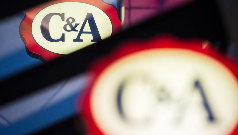 C&A-Logo an der Fassade einer Filiale in Düsseldorf (Archivbild)