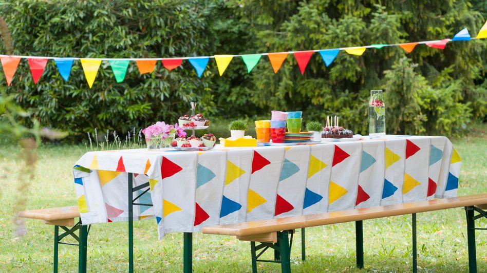 Feier im Freien: Bei Festen mit Kindern könnte es schwieriger sein, Abstände einzuhalten
