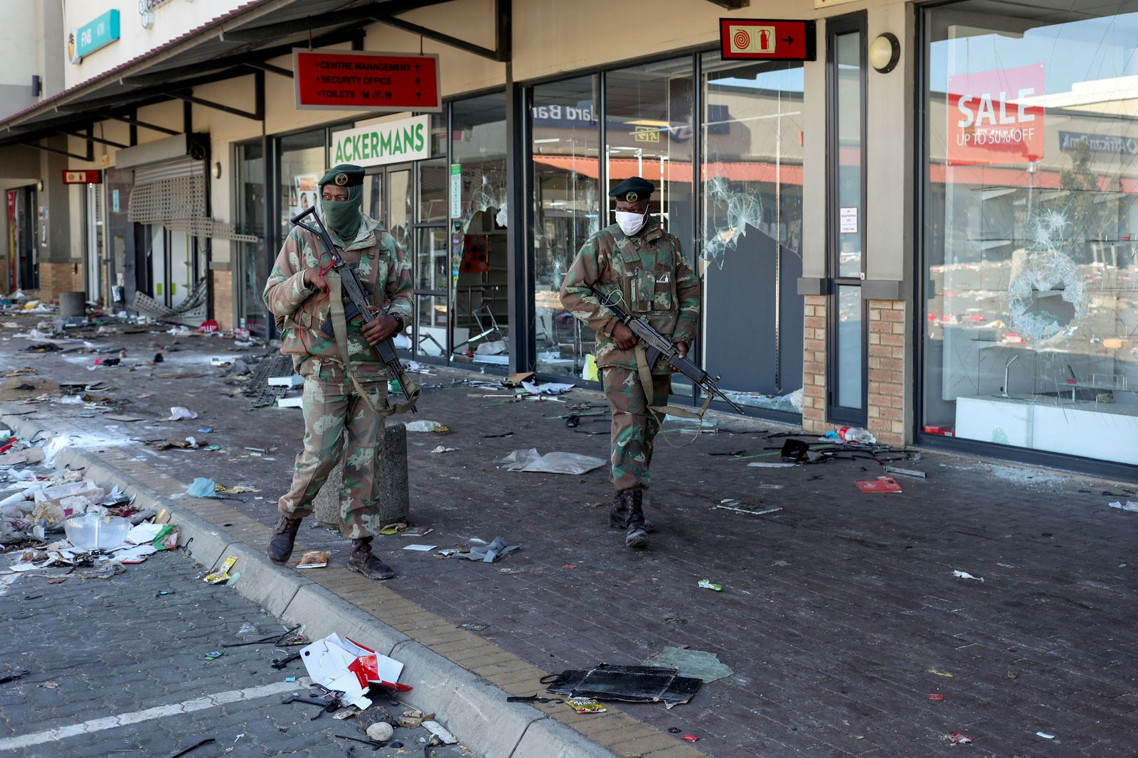 Violence spreads around the country after Zuma jailing, in Soweto