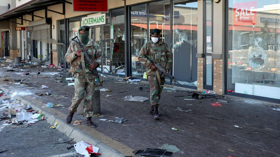 Südafrikanisches Militär im Johannesburger Vorort Soweto