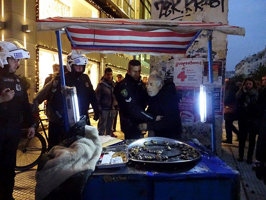 EINMALIGE VERWENDUNG Griechenland Maronen-Verkäufer
