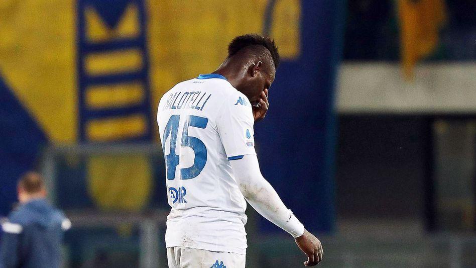Schon wieder: In Italien sind rassistische Beleidigungen im Fußballstadion an der Tagesordnung. Zuletzt traf es Italiens Starstürmer Mario Balotelli