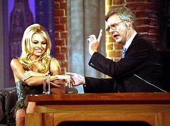 Schmidt mit Pamela Anderson: Meist nahmen jedoch nicht Stars, sondern Sternchen auf dem Gästesessel Platz