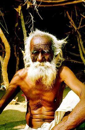 Indien: Treffen mit einem alten Inder, der über die Radler aus Deutschland staunte.