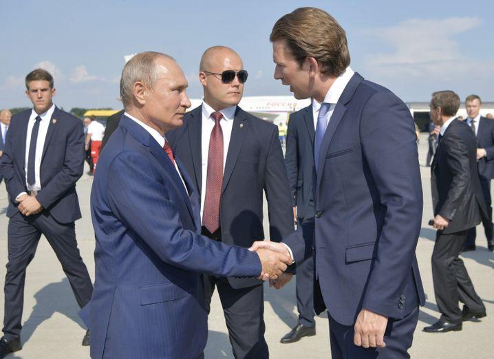 Wladimir Putin (l.) und Sebastian Kurz