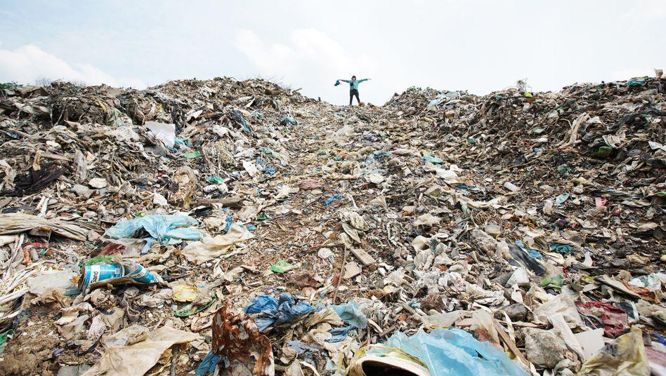 Plastikmülldeponie in Johor im Süden Malaysias: 180.000 Tonnen aus Deutschland - in einem Jahr