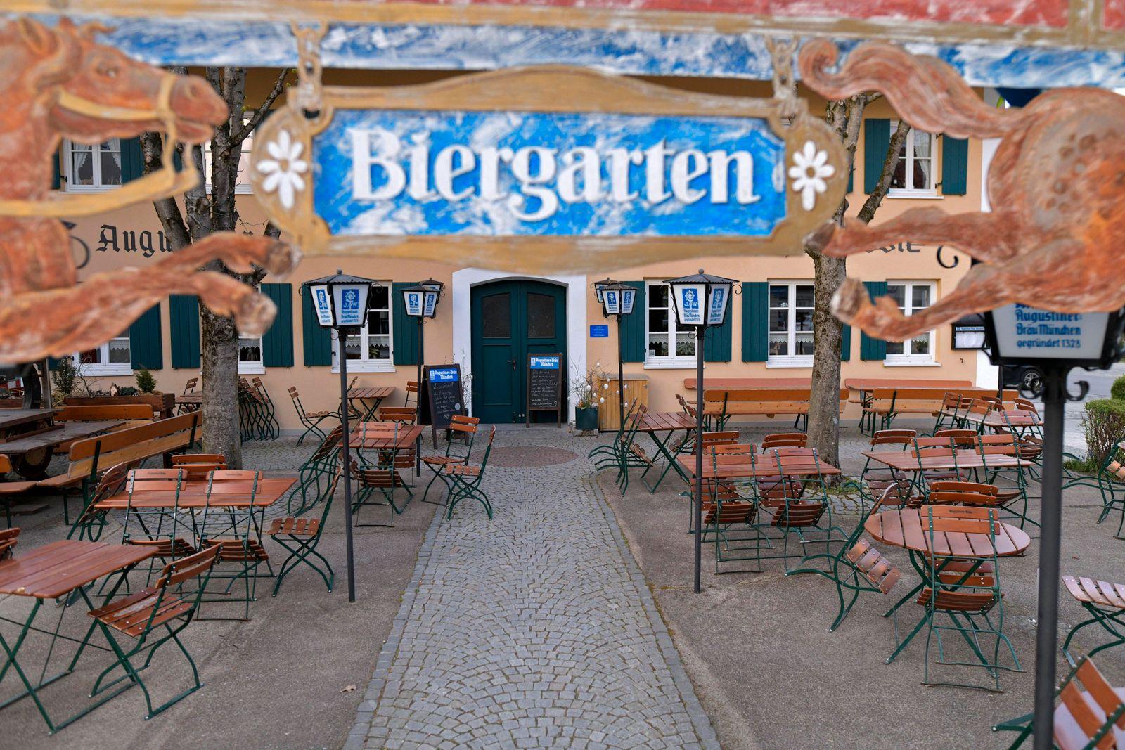 13.04.2020, Ladengeschäfte und Restaurants schliessen wegen Corona-Virus-Pandemie in Bad Wörishofen, Tische und Stühle