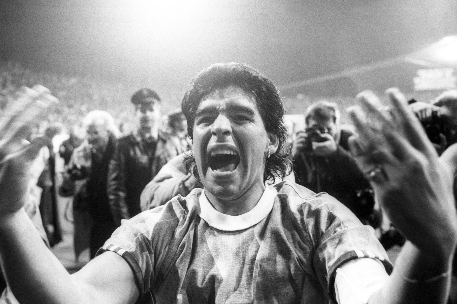 FC Bayern München - SSC Neapel 2:2 - Jubel von Diego Armando Maradona (Neapel)
