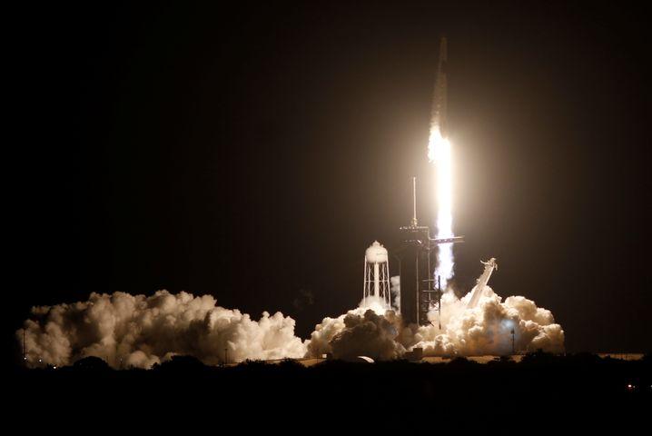 """""""Crew Dragon"""" hebt ab: In den vergangenen Jahren waren die USA auf russische Raketen angewiesen"""