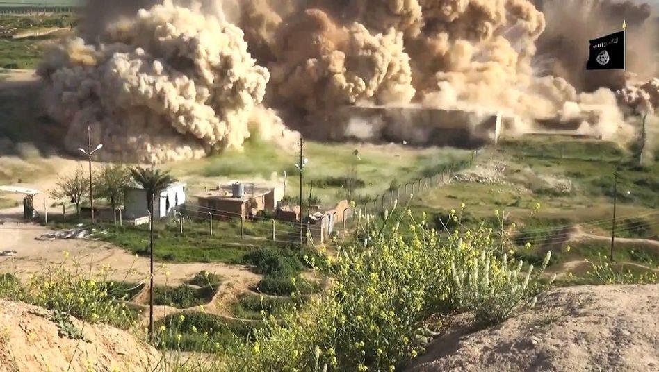 """""""Islamischer Staat"""" im Irak: Dschihadisten prahlen in Video mit Zerstörung von Nimrud"""