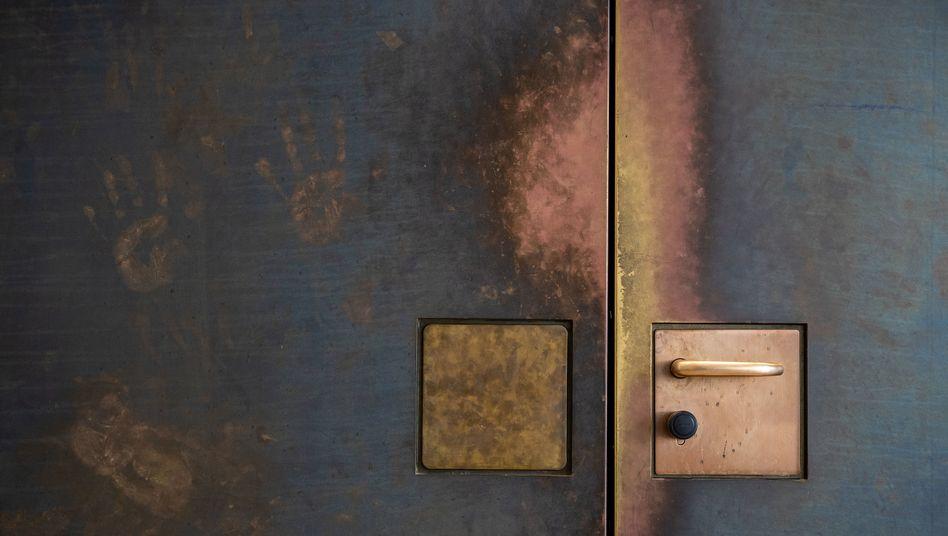 Hinter verschlossenen Türen, per Videoschalte, mit verzerrter Stimme: Aussage des V-Manns Murat Cem im nordrhein-westfälischen Landtag