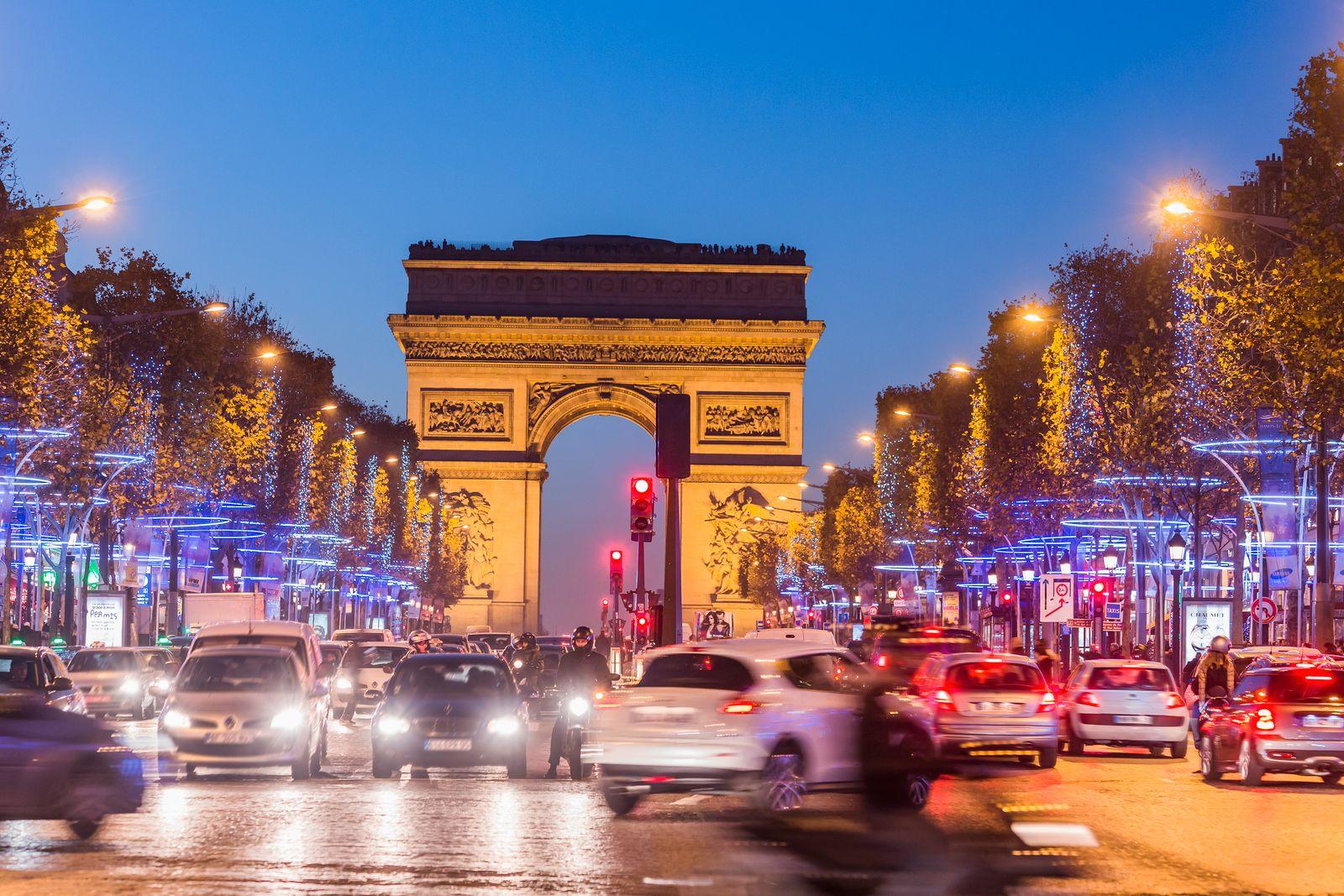 Champs-Elysées, traffic during Christmas period