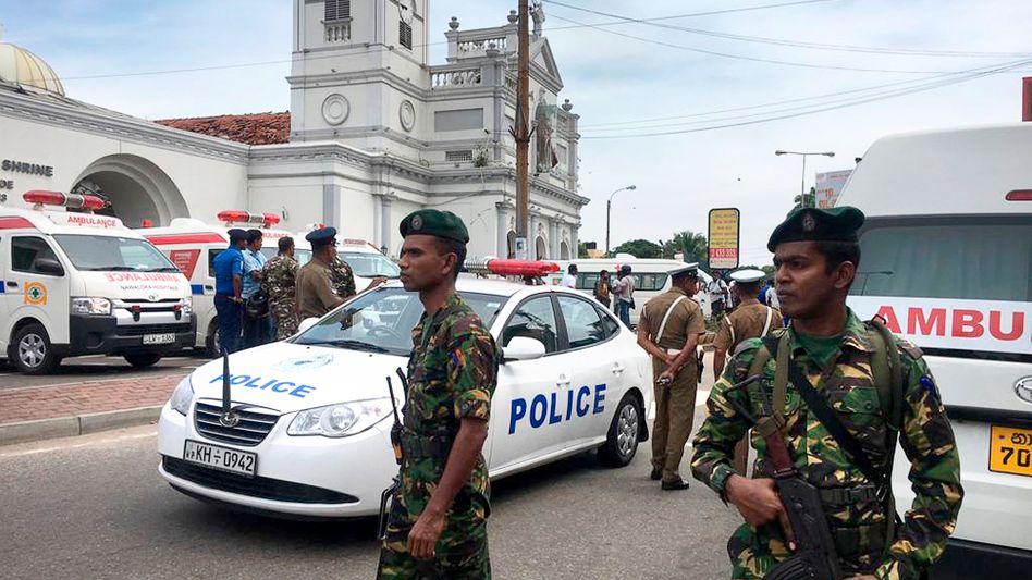 Sicherheitskräfte vor Kirche in Colombo