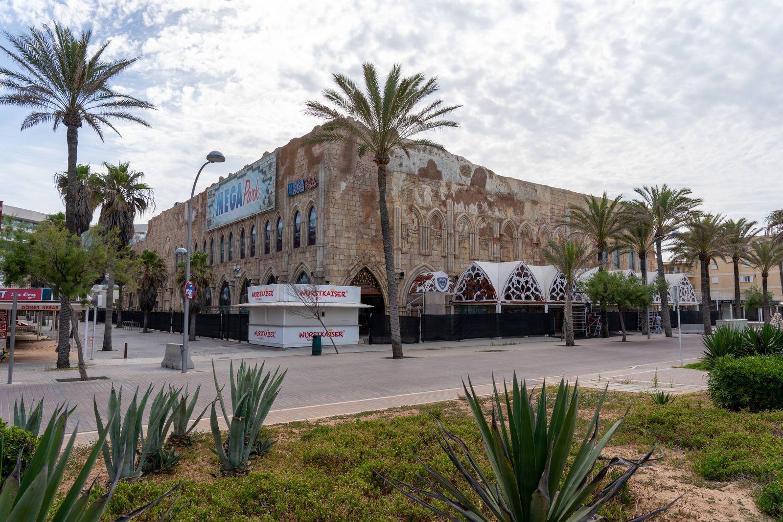 Nach dem Corona-Shutdown - Vor dem Neustart des Tourismus auf Mallorca Spanien Szenen aus Playa de Palma - Mega Park co