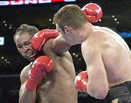 """Lennox Lewis, schwer getroffen von Witalij Klitschko: """"Wie einen Sack Kartoffeln durch den Ring geschleift"""""""