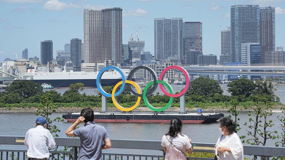 Olympia in Tokio: Ein Gewichtheber bricht aus