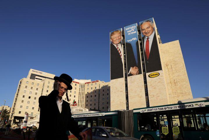 Wahlplakat mit Trump und Netanyahu
