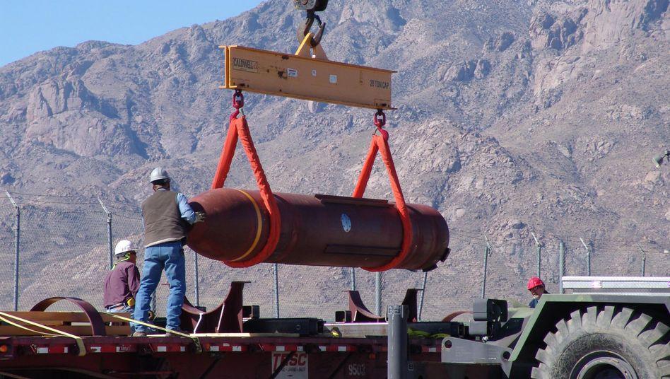 Die MOP im Test: Größte konventionelle Bombe, die jemals von den USA eingesetzt wurde