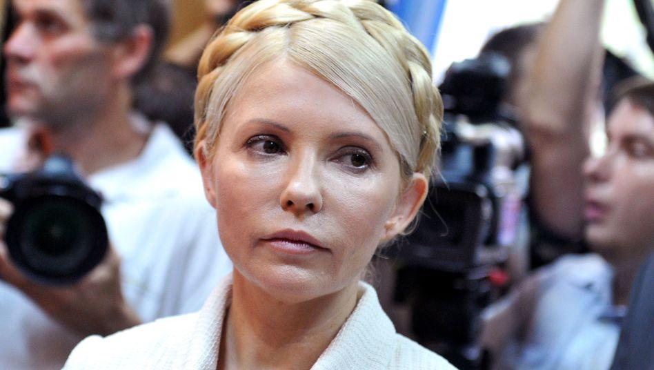 """Julija Timoschenko auf der Anklagebank (Bild vom Juni): """"Gebt ihr den Revolver"""""""