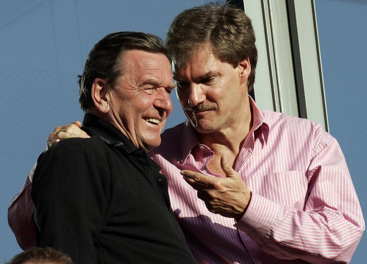 Mit Altkanzler Schröder 2007 auf der Tribüne von Hannover 96