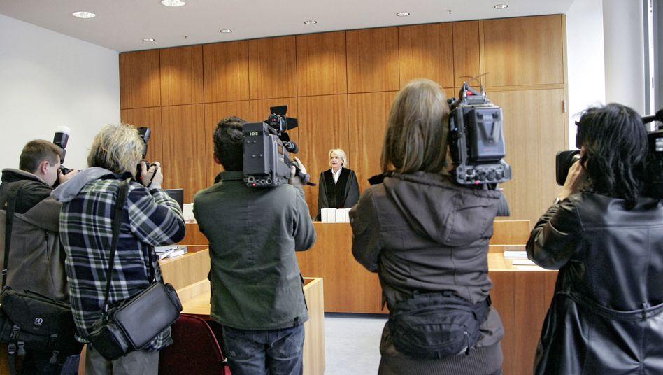 """Prozess gegen die Ex-Bankerin in Bonn: """"Hat man Ihnen kein Denkmal gesetzt?"""""""