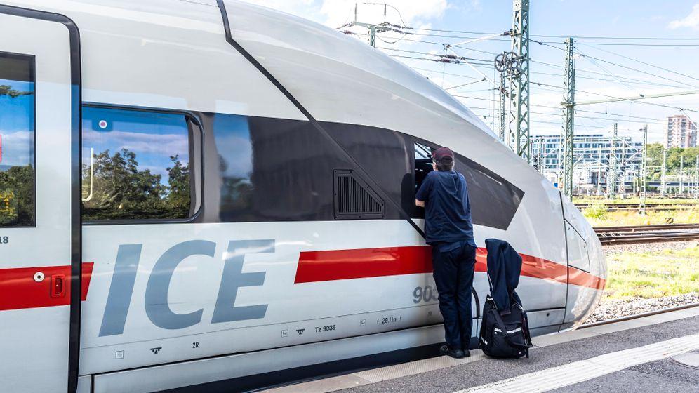 Lokführerin am Triebwagen: »Und du bist allein. Für alles verantwortlich«