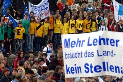 Lehrerproteste in Sachsen: Deutschlands Lehrer arbeiten viel