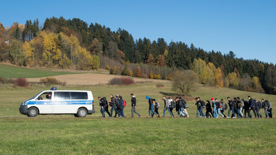 """Flüchtlinge auf dem Weg zur Aufnahmestation bei Wegscheid: """"Keine belastbaren Erkenntnisse"""""""