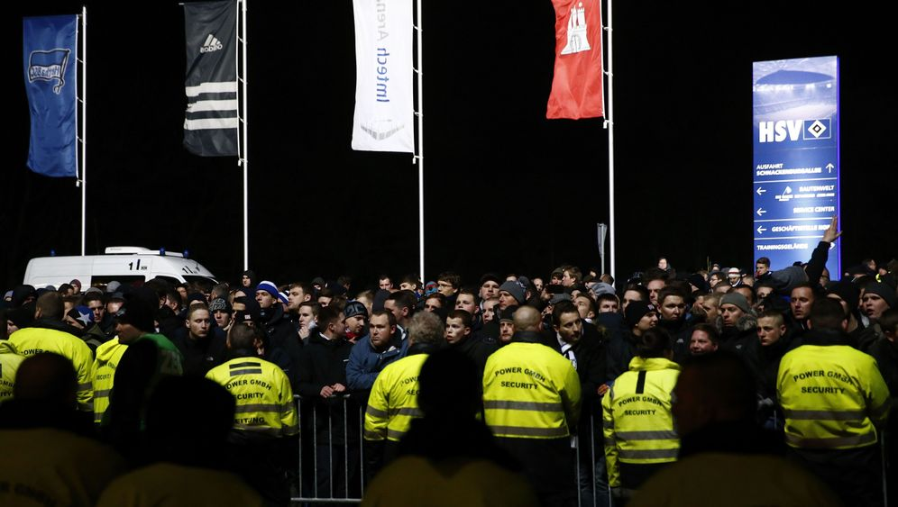 Hamburger SV: Erst die Pleite, dann Randale